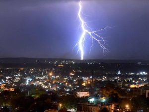According to India's second annual Lightning Report, which state has reported the most deaths due to lightning between April 1, 2020- March 31, 2021?